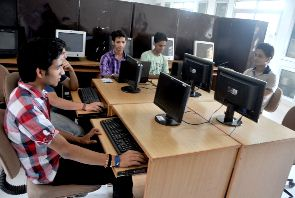 Dehradun Institute of Technology (DIT) Computer Lab