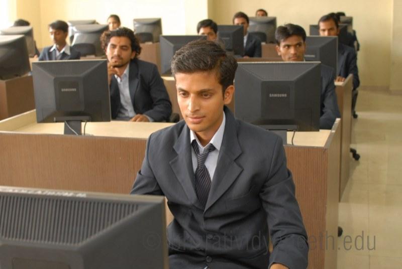 Abhijit Kadam Institute of Management and Social Sciences - AKIMSS Solapur Computer Lab