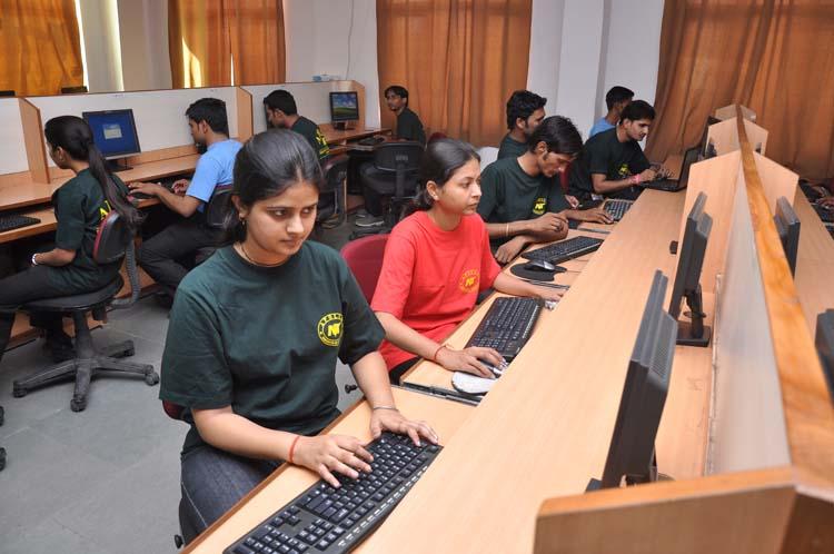 Apollo Institute of Technology Computer Lab
